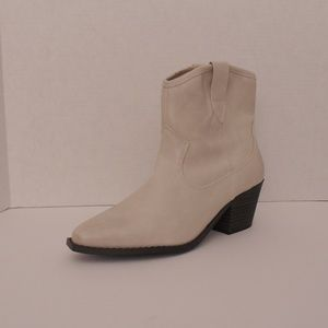 Universal Thread Shoes - Women Off White Ankle Boots Size 6.5, 7.5